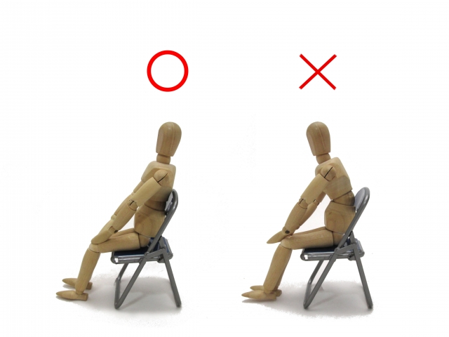 猫背と腰痛を治す座り方